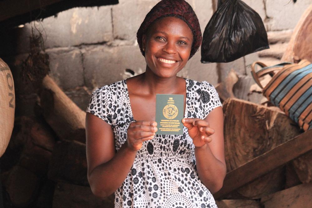 Epi i jej pierwszy w życiu paszport :)
